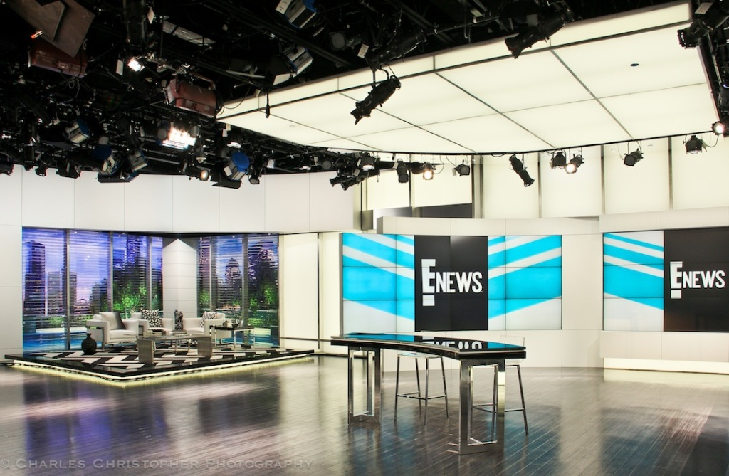 The E! News set
